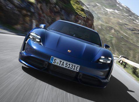 PORSCHE Taycan Turbo (© Porsche AG)